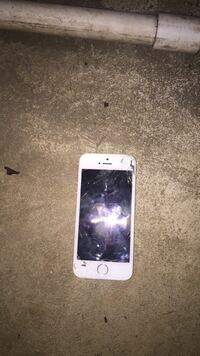 White iphone 5 with case Greensboro, 27406