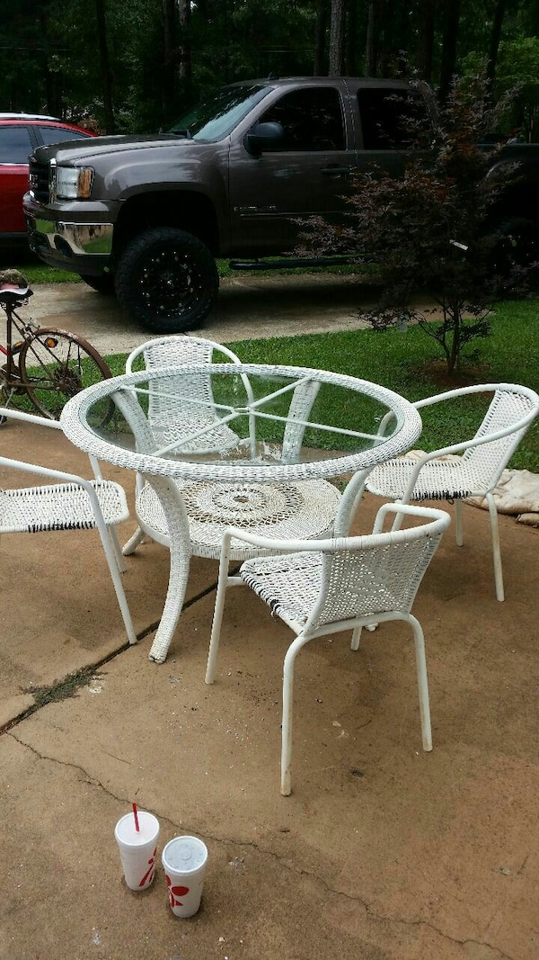 Used Round White Metal Framed Gl Top Patio Table Set For In Atlanta Letgo
