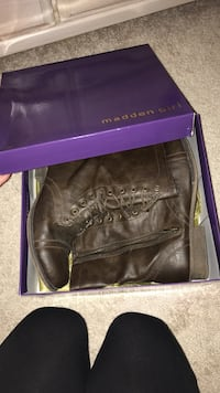 Pair of women's brown madden girl leather combat boots with box Alexandria, 22306