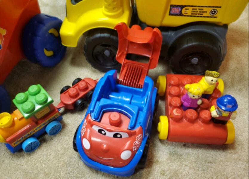 Mega Bloks Wagon and Dump Truck 1