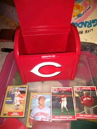 Wood reds box and 4 reds baseball cards Florence, 41042