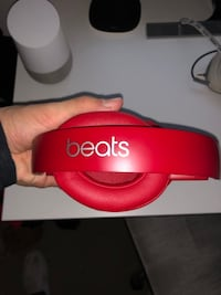 Red Bears Studio 3 wireless with case and charging cord 29 mi