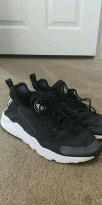 Black Ultra Huaraches Seattle, 98125
