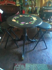 Antique claw-foot table and 2 modern bar stools 501 mi