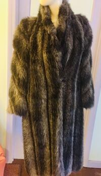 LADIES COAT FAUX FUR SIZE 12M Satin Lined. Soft/Impressive/Warm/UNUSED