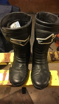 Alpine stars motorcycle boots, size 9.5 US   EXCELLENT condition only used once for track days