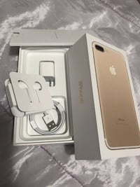 Mint Condition Iphone 7 Plus 128 GB Gold/White Edition Unlocked! $580 firm