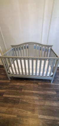 Grey baby crib good condition