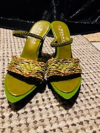 Pair of black-and-green sandals Richmond Hill, L4C 9S5