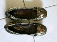 Packo gold flats size 35 Toronto, M5G 1C5