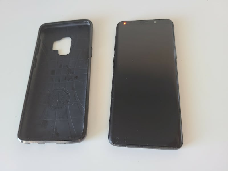 Unlocked Galaxy S9 phone in great condition 42dc6e03-2c86-48d9-9d19-22a2ee3f403c
