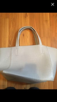 white leather tote bag with tassel Toronto, M3J 0E8