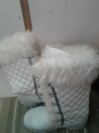 quilted white suede fur-lined wide-calf snow boots Calgary, T3J 3Z9