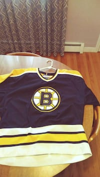 ADULT BOSTON BRUINS JERSEY Lawrence, 01841