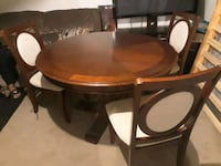 Round kitchen table with 3 chairs Winston-Salem, 27107
