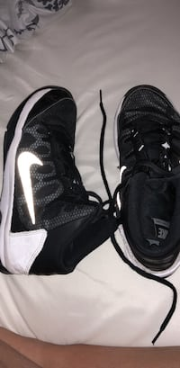 Pair of black-and-white nike basketball shoes Roswell, 88201