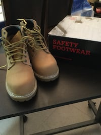 pair of brown Timberland work boots with box Teaneck, 07666