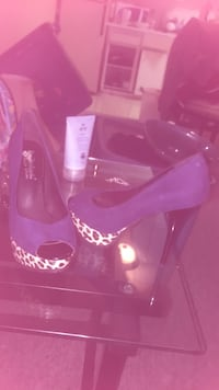 Pair of blue leather peep toe heels New Westminster, V3M 2E7