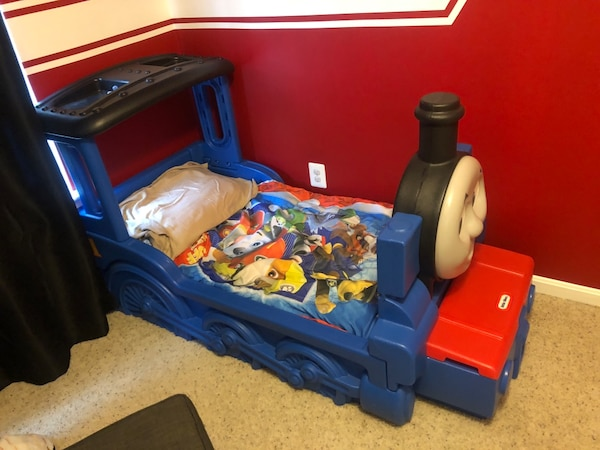 Thomas the Train Toddler Bed and mattress