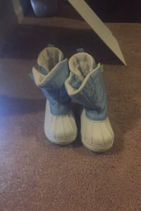 Snow boots size 13 child's