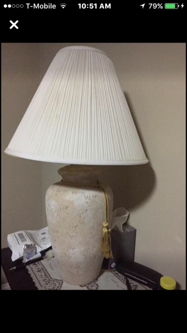 White and brown table lamp 90913117-4d86-421a-9f32-1c788410cf8a