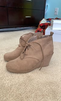 52b1048073d Used Nusing shoes 8W for sale in Lancaster - letgo