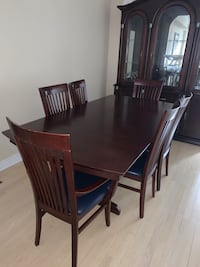 Beautiful Dining Hutch & Buffet + table and chairs Toronto, M8Y 1E8