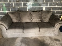Comfy Couch in great condition Ardmore, 19003