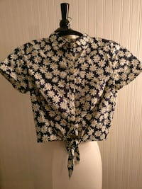 Daisy print cropped shirt with bottom tie Toronto, M6S 2Y6
