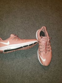 Womens Nike shoes size 8 1/2
