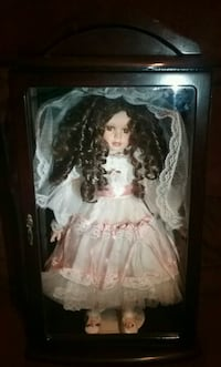 Ashley Collection/ Porcelain Bride doll glass case Phenix City, 36867