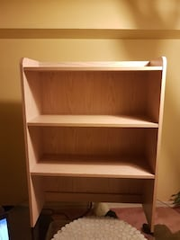 Bookcase fits on desk or ground
