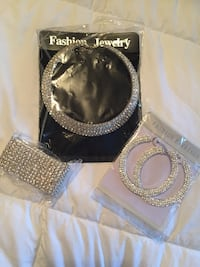Beautiful fashion jewelry set of 3 , new never been worn