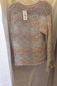 Amo & Roma sweater s/m Pickering, L1V 1S4