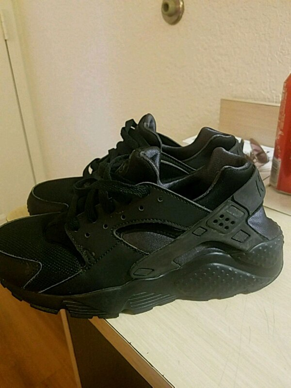 88b942a04495 Used Nike Huarache for sale in Stanton - letgo