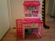 girl's pink 2-tier doll house