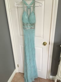 Grad dress. Only worn once, best offer....size 4