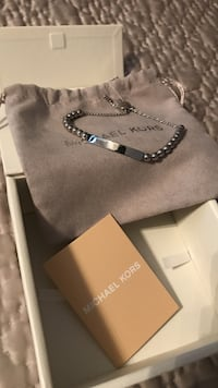 Micheal Kors bracelet. Brand new never worn.comes with pouch and box. Cantley, J8V 2X5