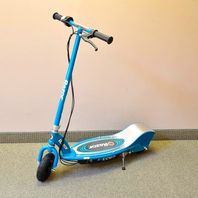 Electric scooter razor