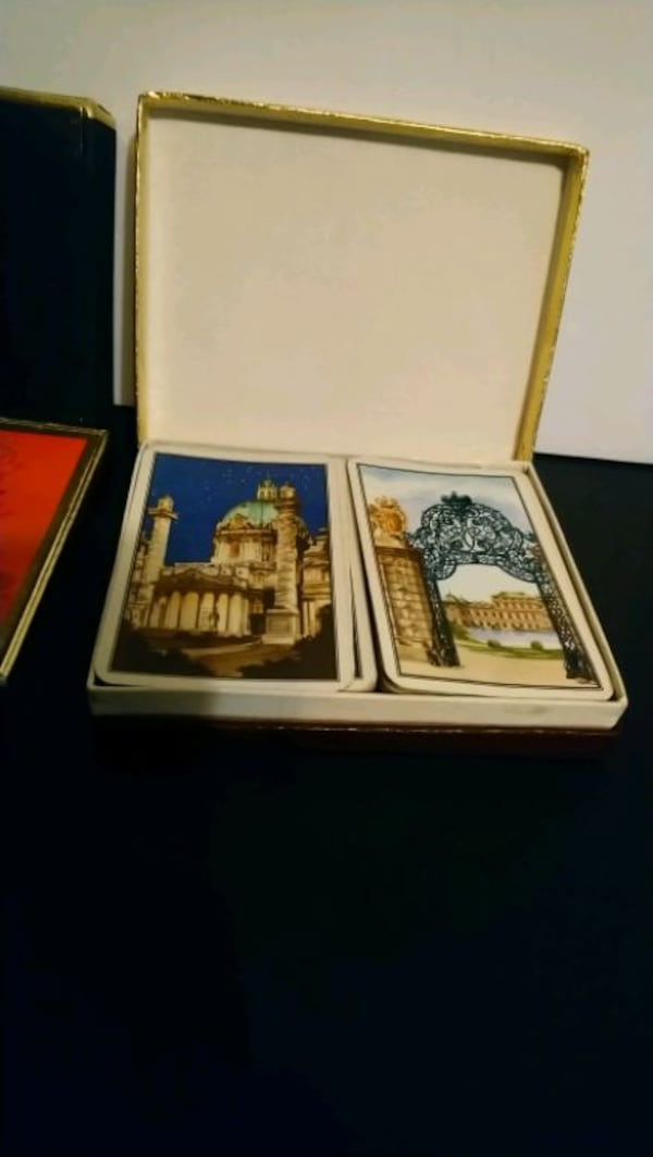 Vintage playing cards in box set  30f084bd-52bc-40b8-b85e-65e223700d43