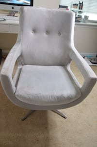 white leather padded rolling armchair Hanover, 21076