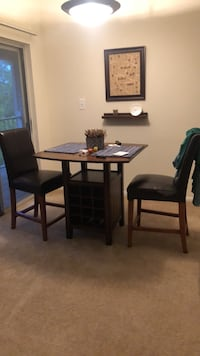 Kitchen table/wine rack and chairs Sterling, 20164