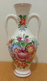 Hand - Crafted Floral Vase Mississauga, L5N 2X2