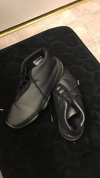 pair of black-and-gray basketball shoes Nether Providence, 19086