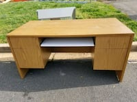 Commercial quality office desk Alexandria, 22303