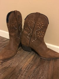 Boots size 8 San Angelo, 76904