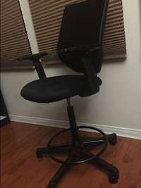 SMUGDESK drafting chair (tall) with adjustable armrest and footstall  Mississauga, L5N 7R5