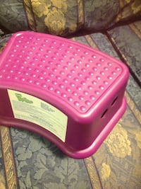 pink and white plastic pet carrier Gaithersburg, 20879
