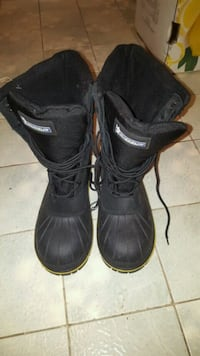 pair of black leather boots Toronto, M9M 2R3