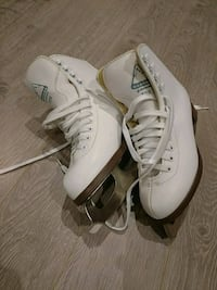 Girls skates size 4 - Glacier Richmond Hill, L4S 1X1